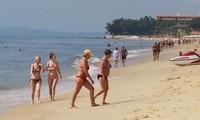В Биньтхуан устремляется поток иностранных туристов на отдых