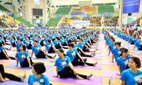 Международный день йоги во Вьетнаме
