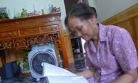 Une femme qui passe sa vie à honorer la mémoire de son mari mort pour la Patrie