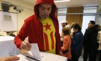 Espagne: la Catalogne aux urnes pour un vote symbolique sur l'indépendance