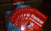 Sortie de trois livres en l'honneur des 70 ans de l'armée vietnamienne