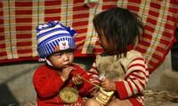 VOV5 offre des cadeaux aux personnes dans le besoin de Meo Vac