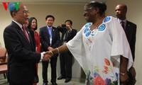 Nguyen Sinh Hung reçoit ses homologues mongol et mozambicain