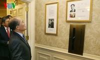 Nguyen Sinh Hung visite un endroit où le président Ho Chi Minh a vécu aux Etats-Unis