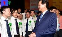Le Premier ministre Nguyen Tan Dung rencontre des jeunes scientifiques exemplaires