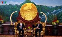 Nguyên Xuân Phuc rencontre des hauts dirigeants laotiens