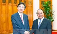 Nguyên Xuân Phuc reçoit le ministre sud-coréen des Affaires étrangères