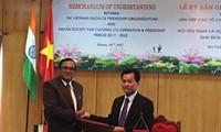 Menandatanagani MoU tentang kerjasama antara Gabungan Asosiasi Persahabatan Vietnam dan Asosiasi Persahabatan dan Kerjasama Kebudayaan India tahap 2017-2022