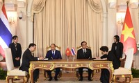 PM Vietnam, Nguyen Xuan Phuc melakukan pembicaraan dengan PM Thailand, Prayut Chan-o-cha