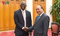 PM Vietnam, Nguyen Xuan Phuc menerima Direktur Nasional Bank Dunia untuk Vietnam, Osmane Dione