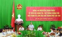 越南政府总理阮春福与芹苴市领导人举行工作座谈会