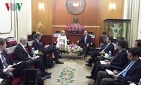 越南祖阵中央委员会主席阮善仁会见英国议会下院副议长莱恩
