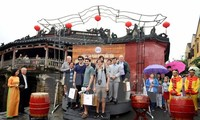 岘港迎接新年第一位国际航空游客