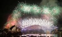 世界各国怀着和平愿望迎接2017新年
