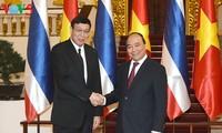 越南政府总理阮春福会见泰国立法议会主席蓬佩
