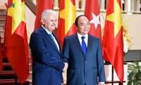 阮春福与土耳其总理耶尔德勒姆举行会谈