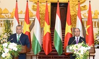 阮春福和匈牙利总理欧尔班举行会谈