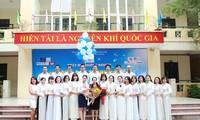 越南学生的纯洁友情和神圣的师生情