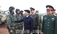 Le SG Nguyen Phu Trong visite un champ de tir national à Bac Giang