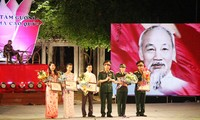 """Vietnam verifica concurso de escritura sobre los """"Ejemplos sencillos y nobles"""""""