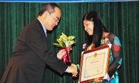 Encomian profesores ejemplares de Vietnam en 2013