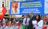 支持仲裁庭对东海仲裁案裁决的集会在捷克举行