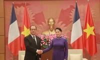 阮氏金银会见法国总统奥朗德