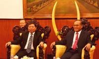 柬埔寨领导人会见越共中央对外部代表团