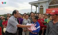 越南全国人民携手帮助中部灾民减轻洪水造成的损失