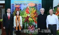越共中央民运部部长张氏梅探望越南天主教团结委员会并致以圣诞节祝贺