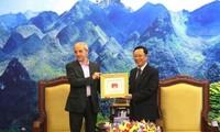 意大利共产党总书记阿尔博雷斯访问越南河江省
