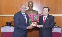 越南祖阵委员会主席陈清敏会见古巴驻越大使洛佩斯