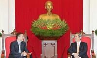阮文平会见加拿大驻越大使基特尼克尼和法国驻越大使洛尔拉里