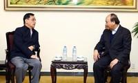 阮春福会见原老挝总理通辛