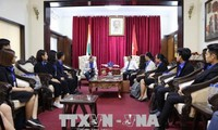 与参加2018年东盟-印度大学生互换活动的越南青年代表团举行见面会