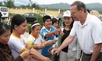US-Abgeordnete Robert Filner unterstützt vietnamesische Dioxinopfer