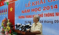 KPV-Generalsekretär Nguyen Phu Trong ist zu Gast bei Feier zum neuen Schuljahr in Hanoi