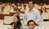 Abgeordneten diskutieren über Gesetze bezüglich der Staatsanwaltschaft und des Volksgerichts