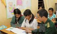 Grenzsoldaten geben in Dac Lac Abendunterricht