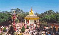 Berufschule bei buddhistischen Pagoden für Jugendliche Khmer
