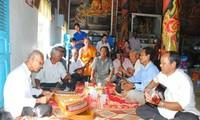 Vorführungen mit traditionellen Musikinstrumenten der Khmer in der Doi-Pagode