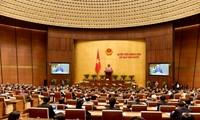 Abgeordnete hören Bericht über die Umsetzung des Staatshaushaltes im Jahr 2015 zu