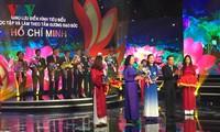 """Treffen der herausragenden Personen der Kampagne """"Lernen und Arbeiten nach dem Vorbild Ho Chi Minhs"""""""