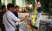 Lebhafte Straßenkunst mitten in Hanoi