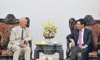 Vize-Premierminister Pham Binh Minh trifft Sonderbeauftragte des schwedischen Premierministers