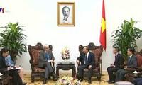 Premierminister Nguyen Xuan Phuc trifft den ehemaligen australischen Regierungschef Kevin Rudd