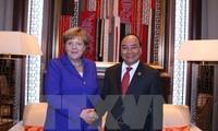 Premierminister Nguyen Xuan Phuc führt bilaterale Treffen am Rande des ASEM-Gipfels