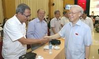 KPV-Generalsekretär Nguyen Phu Trong trifft Wähler in Hanoi