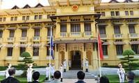 Zeremonie zum Hissen der ASEAN-Flagge in Hanoi