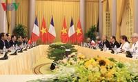 Staatspräsident Tran Dai Quang führt Gespräch mit dem französischen Präsident Hollande